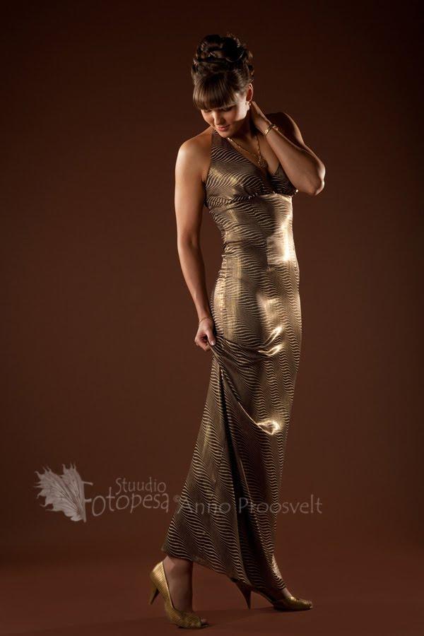 glamuurne naine fotostuudio fotopesa pilt