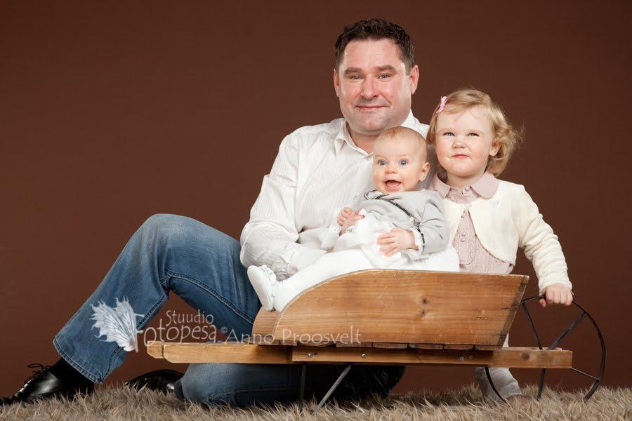 Isa lastega, Fotostuudio  Fotopesa Tallinnas