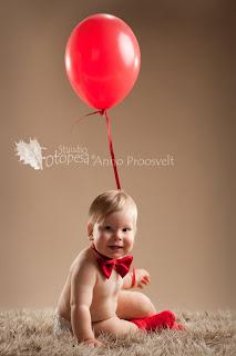 fotostuudio Fotopesa - punane õhupall ja poiss