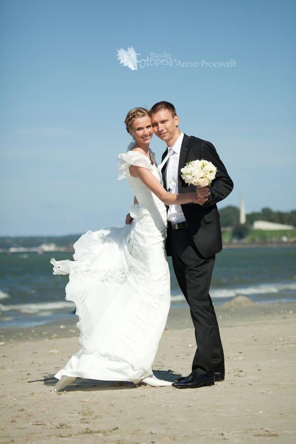 pulmafoto, pruutpaar rannas