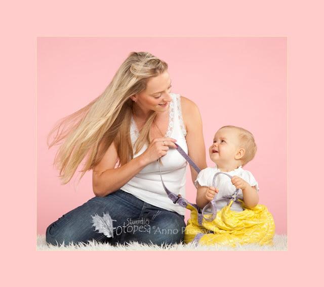 ema ja tütar, kollase kotiga