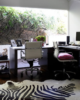 http://1.bp.blogspot.com/_SbfUcPdFsJg/So7ZVi1qhEI/AAAAAAAAArk/9yzfxqYxWnY/s400/Rachel+Zoe+office.jpg