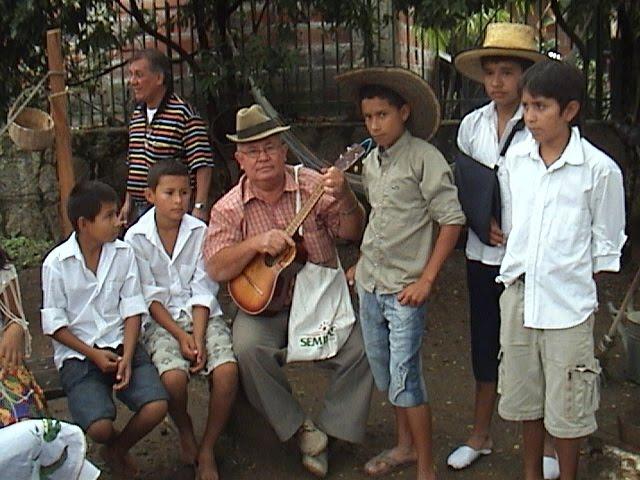 CUENTEROS Y MUSICO