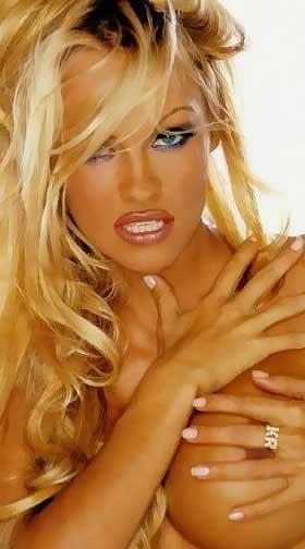 Unten-Ohne-Bilder! Paris Hilton nackt auf ihrer Party