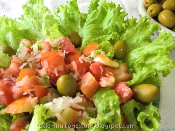 tudo muito gostoso salada de alface com tomate. Black Bedroom Furniture Sets. Home Design Ideas