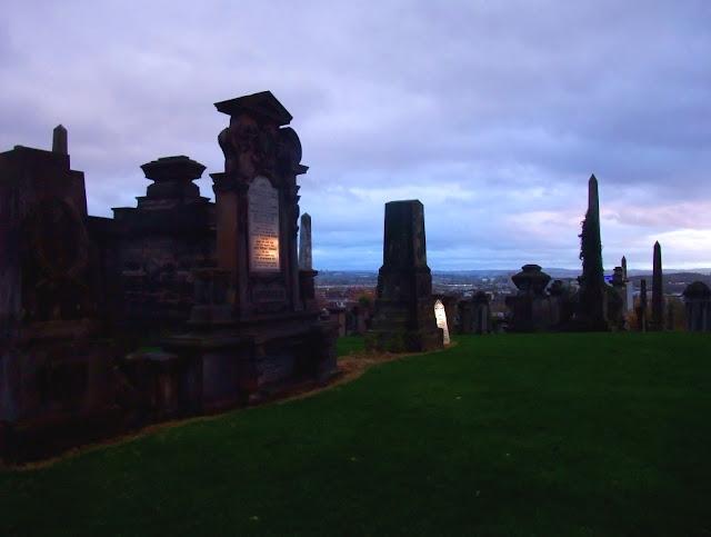Halloween en la Ciudad de los Muertos Mausoleo+reflectante