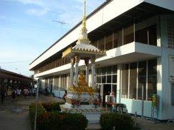 พระพุทธรูปประจำโรงเรียน