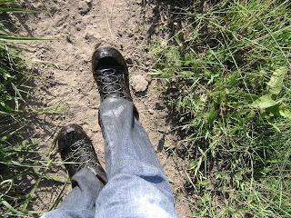 pés molhados e sujos