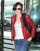 Never have Converse and bitchfacing been so sexy, i'll leave you with that ; . (kristen stewart at laguardia airport in nyc )