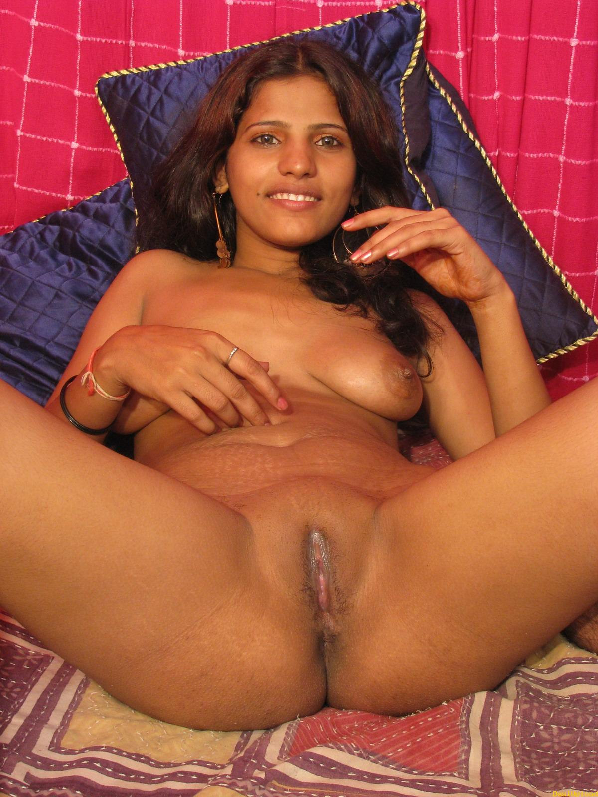 Shy south indian women show her nude body to his