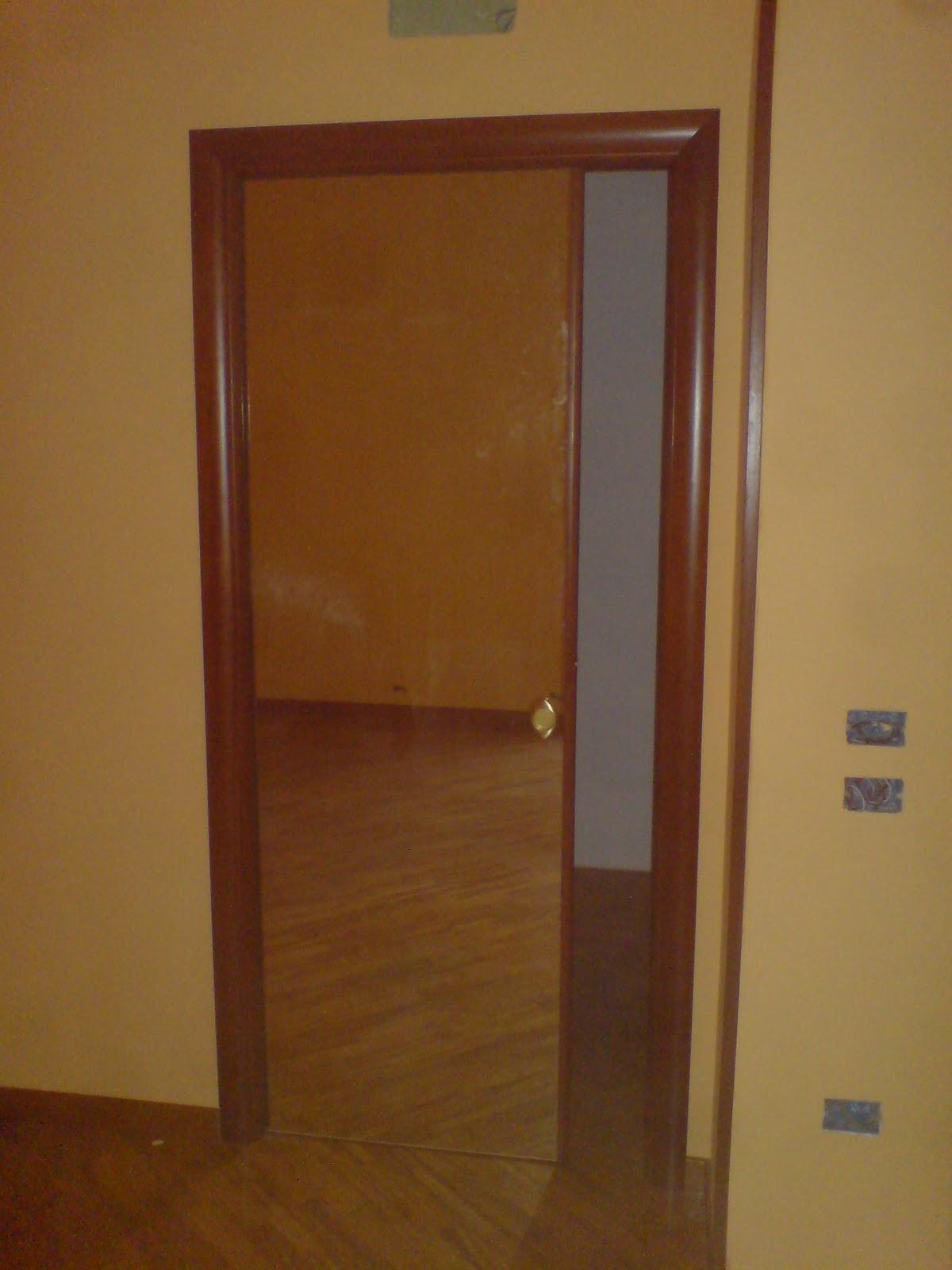 Ilvecchioartigiano porte in noce tanganica color ciliegio telai e mostrine arrotondati - Lo specchio retrovisore centrale ...