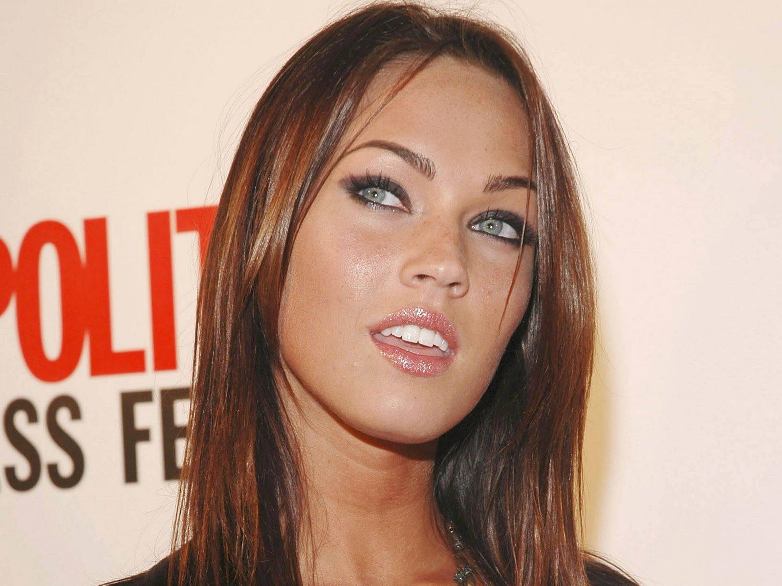 http://1.bp.blogspot.com/_Si7zjQmZnm4/SWM9_Iw_cFI/AAAAAAAAAcI/A3q51Kl9EVo/s1600/Fullwalls.blogspot_Megan_Fox(67).jpg