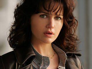 Free wallpapers without watermarks of Carla Gugino at Fullwalls.blogspot.com