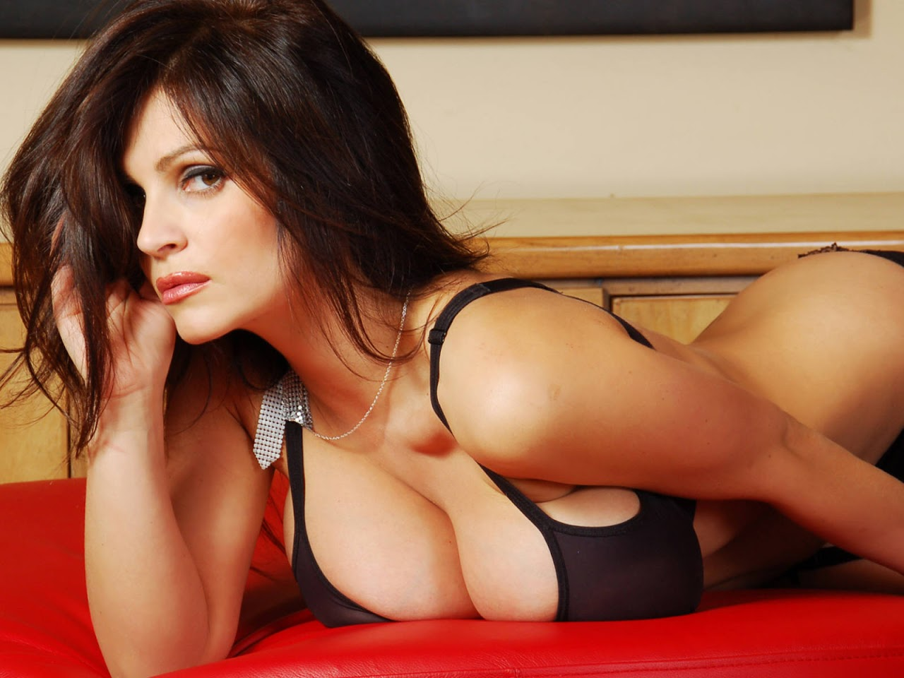 http://1.bp.blogspot.com/_Si7zjQmZnm4/SzbtPlhi0rI/AAAAAAAAGwE/NYYIAuVOTlY/s1600/Fullwalls.blogspot.com_Denise_Milani%2869%29.jpg