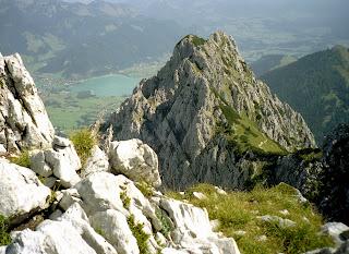 Blick von Pyramidenspitze zur Jofenspitze und Walchensee 13