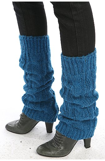 It can also be worn over jeans depending on the style. The great thing about leg warmers today is that they can be worn with just about any type of shoes including flip flops. While you will find people wearing in a wide variety of settings, they are especially popular in the rave scene.