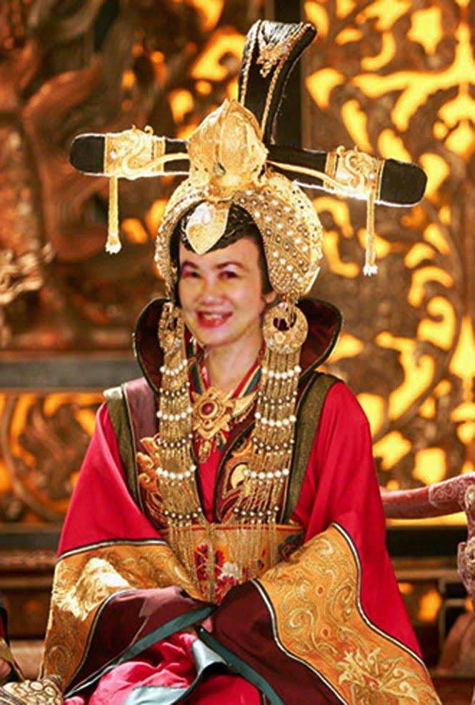 Nữ Vương Trung Hoa ...??? Tina