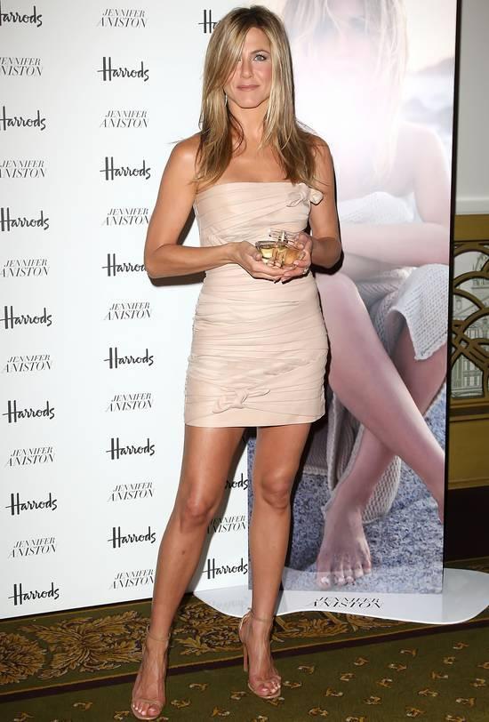 http://1.bp.blogspot.com/_SkRpVUIK1FE/TEnJXpgzpLI/AAAAAAAAB9I/UBLYJW2k-3Y/s1600/Jennifer_Aniston_Pefrume_Fragrance_Launch-9.jpg