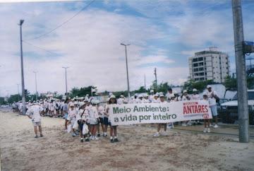 COLÉGIO ANTARES - DIA MUNDIAL DE LIMPEZA DAS PRAIAS - ESCOLA DA TERRA E COLÉGIO ANTARES