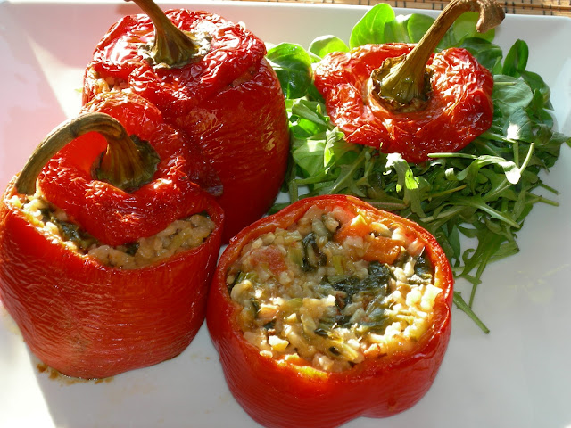 Mi amante vegetariana hace dieta para bajar de peso solo come vegetaleshoy toco platano - 1 4