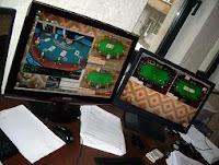 Jugando poker online con dos pantallas