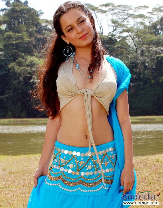 Actress Kangana Ranaut navel show phtoos