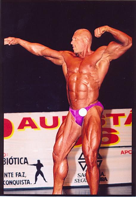 Fotos de quando o pastor era um atleta fisiculturista!
