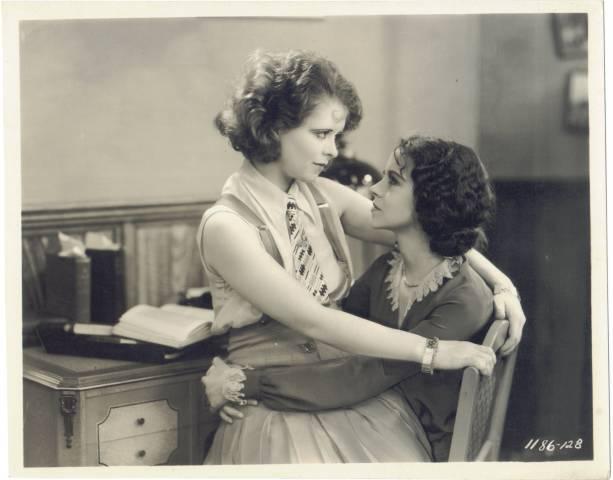 Старинные лесбиянки фильмы разделяю