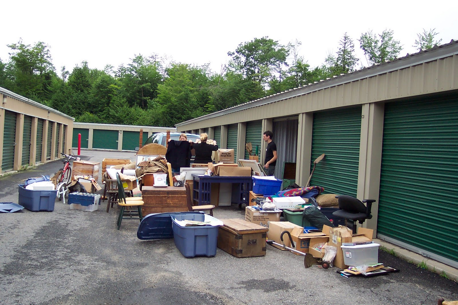 Getting To Empty How To Clean Out A Storage Unit Using Cleaning Equipment And How To Deal With Cleaning Deposits & Cleaning Equipment | Storage Unit Auctions | Storage Auction How To