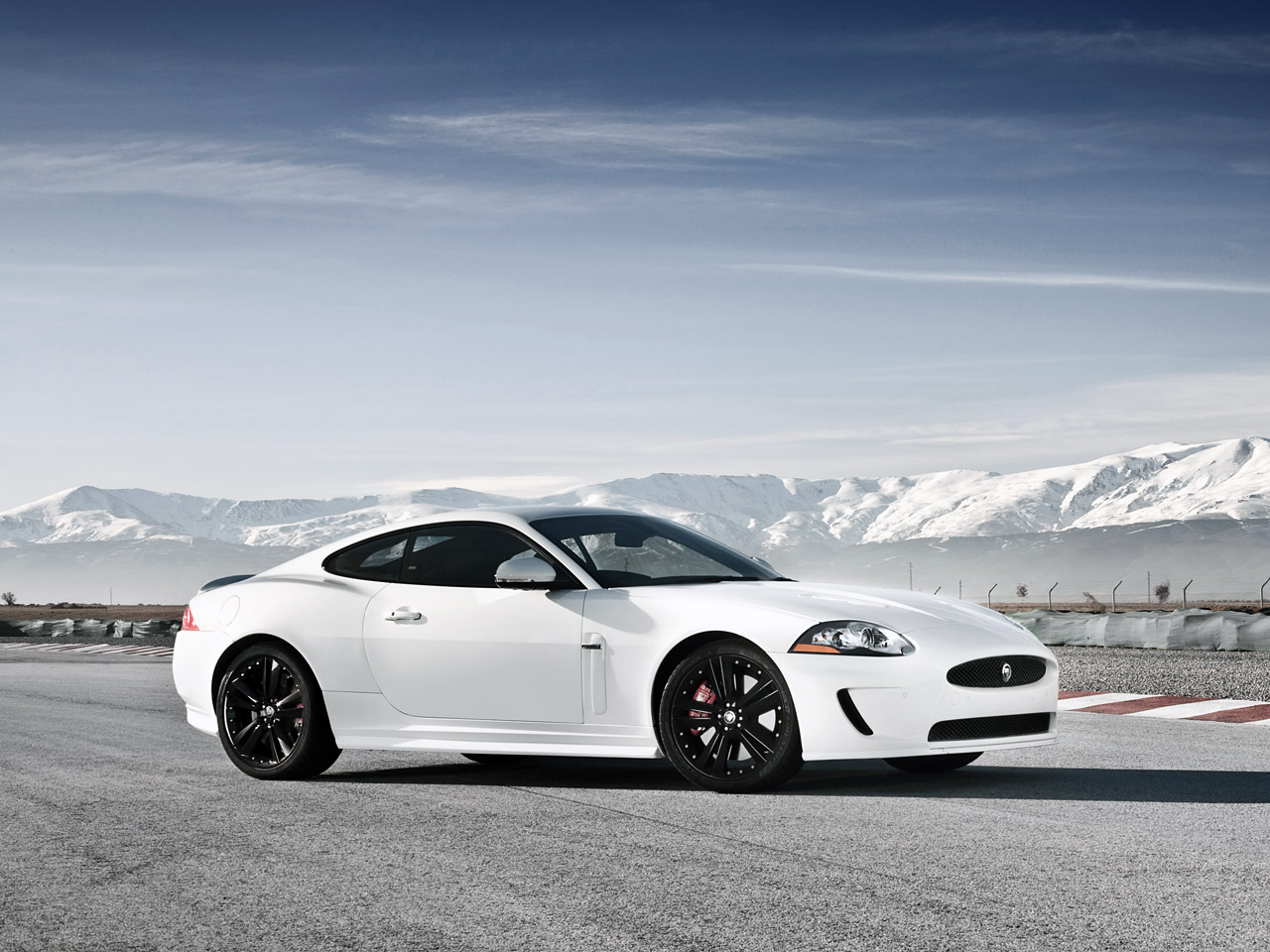 http://1.bp.blogspot.com/_SpSBliI2Ye8/S7jDzWqV64I/AAAAAAAABMA/aukVpqY2BYc/s1600/2011+Jaguar+XKR+V8+Special+Edition+3.jpg