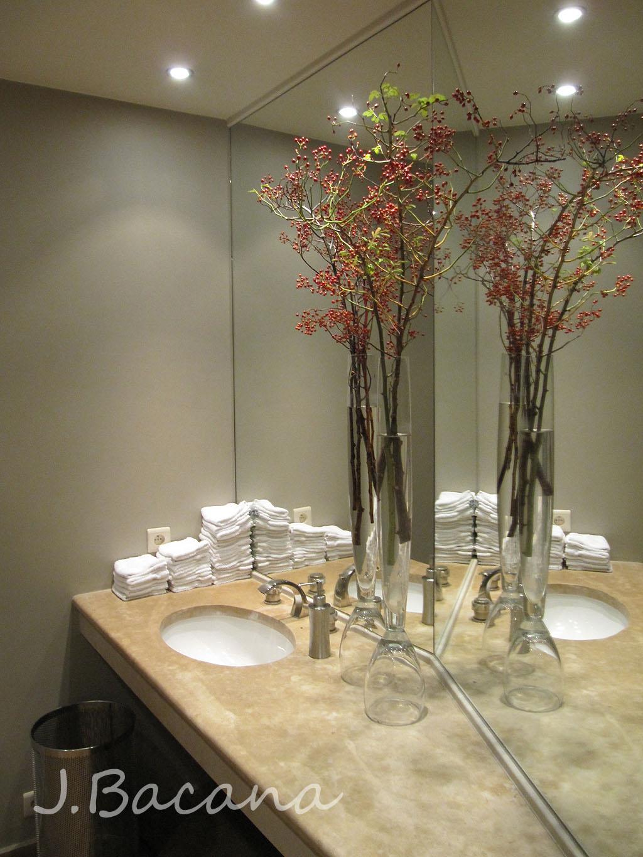 #8E9C2F Pausa para o banheiro: achei meio desorganizado as toalhinhas  1024x1365 px restaurante o banheiro em labruge