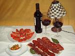 Plato de ibéricos con vino