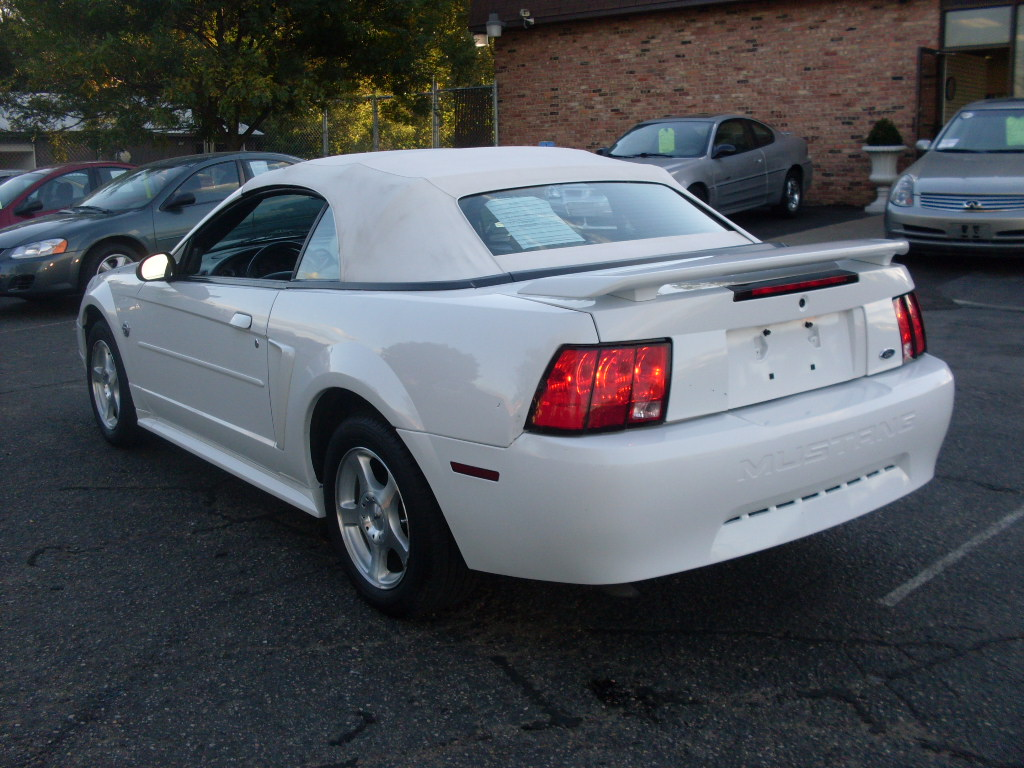 Luisrideauto 2004 Ford Mustang Convertible 3 9 Liter V6