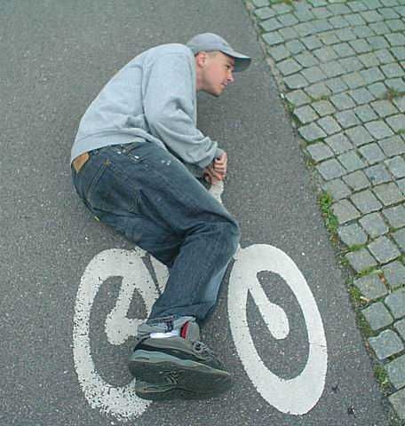 http://1.bp.blogspot.com/_SsXlvW4QWR8/S7GrFNGd0hI/AAAAAAAAABU/OhB5qW8yO4g/s1600/Man+Riding+Bike.jpg