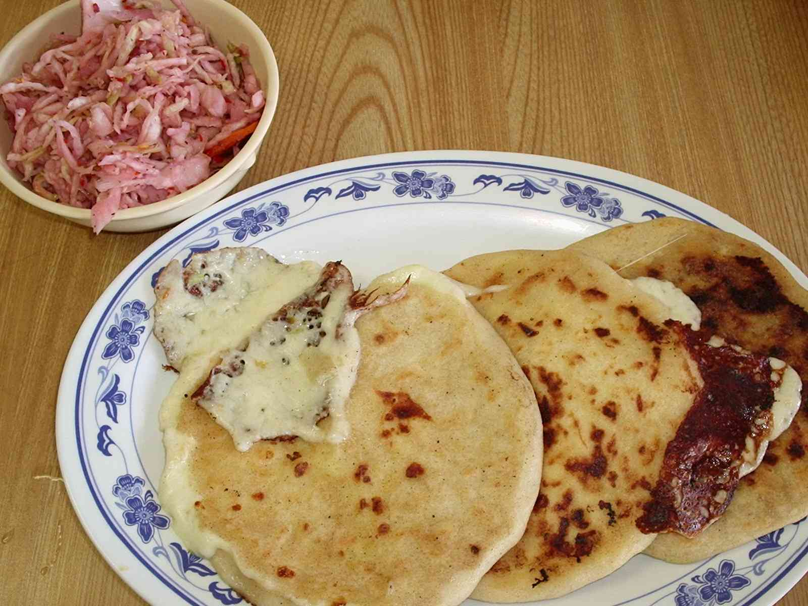 BRIDGE OF THE CONTINENT : HOW TO COOK PUPUSAS