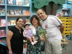 REBECA e seus pais na Saraiva