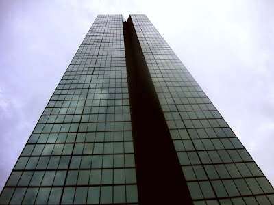 Photo of Boston's John Hancock Building, taken by Juggling Frogs August 26, 2007
