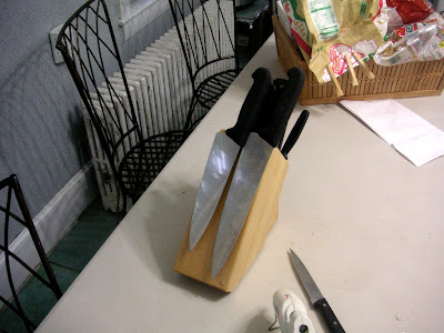 knife block with magnets to expand capacity