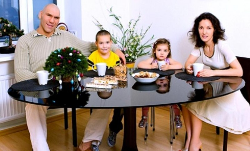Valuev with wife galina and kids son grisha and daughter irina