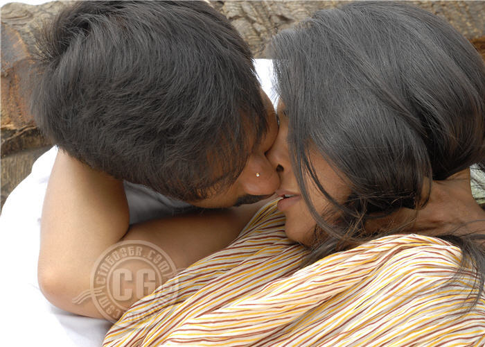 Anushka Hot Lip Lock Kissing Images Se