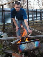 Вадим поддерживает огонь