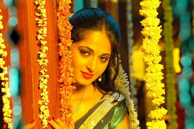 Anushka shetty hot in lakshyam
