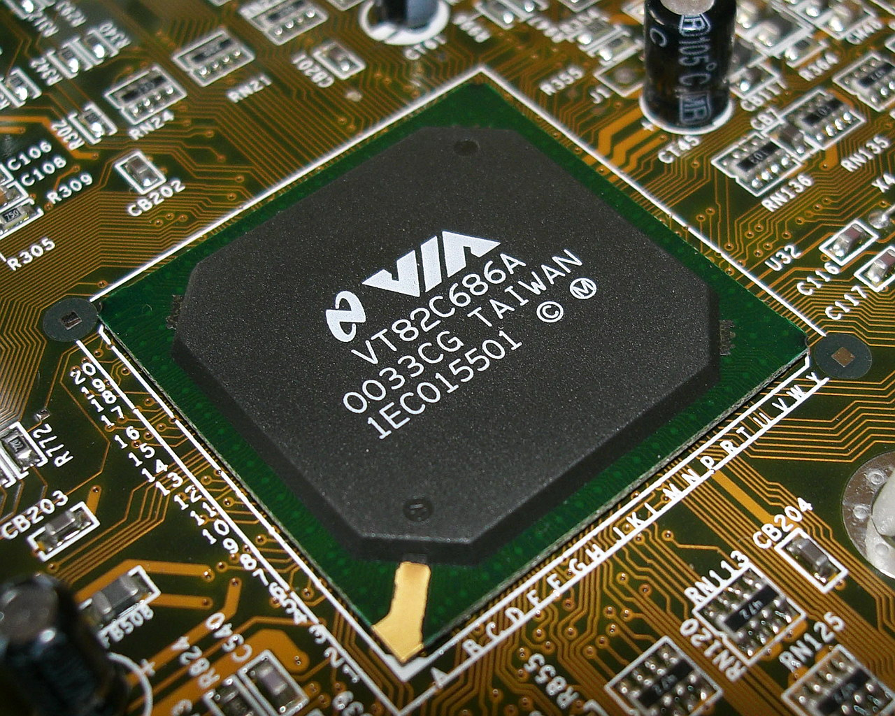 VIA's P4X333 chipset - The Tech Report - Page 1