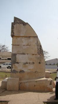 Guiné - Cacheu - Monumento a D. Henrique