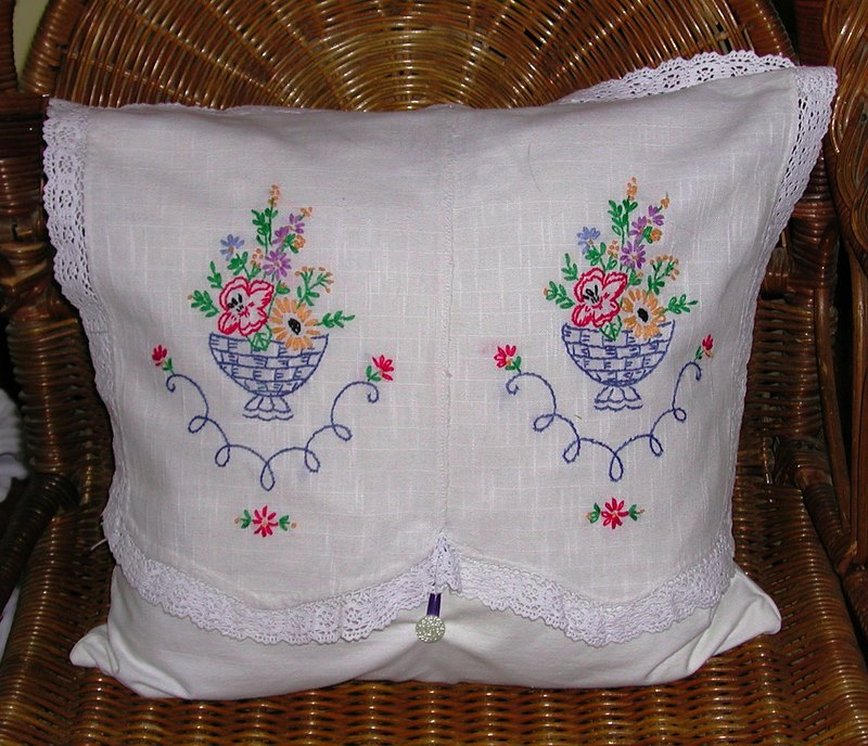 HAND EMBROIDERED PILLOWCASES EMBROIDERY DESIGNS : pillowcase embroidery ideas  - pillowsntoast.com