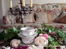 Tazas y un candelabro