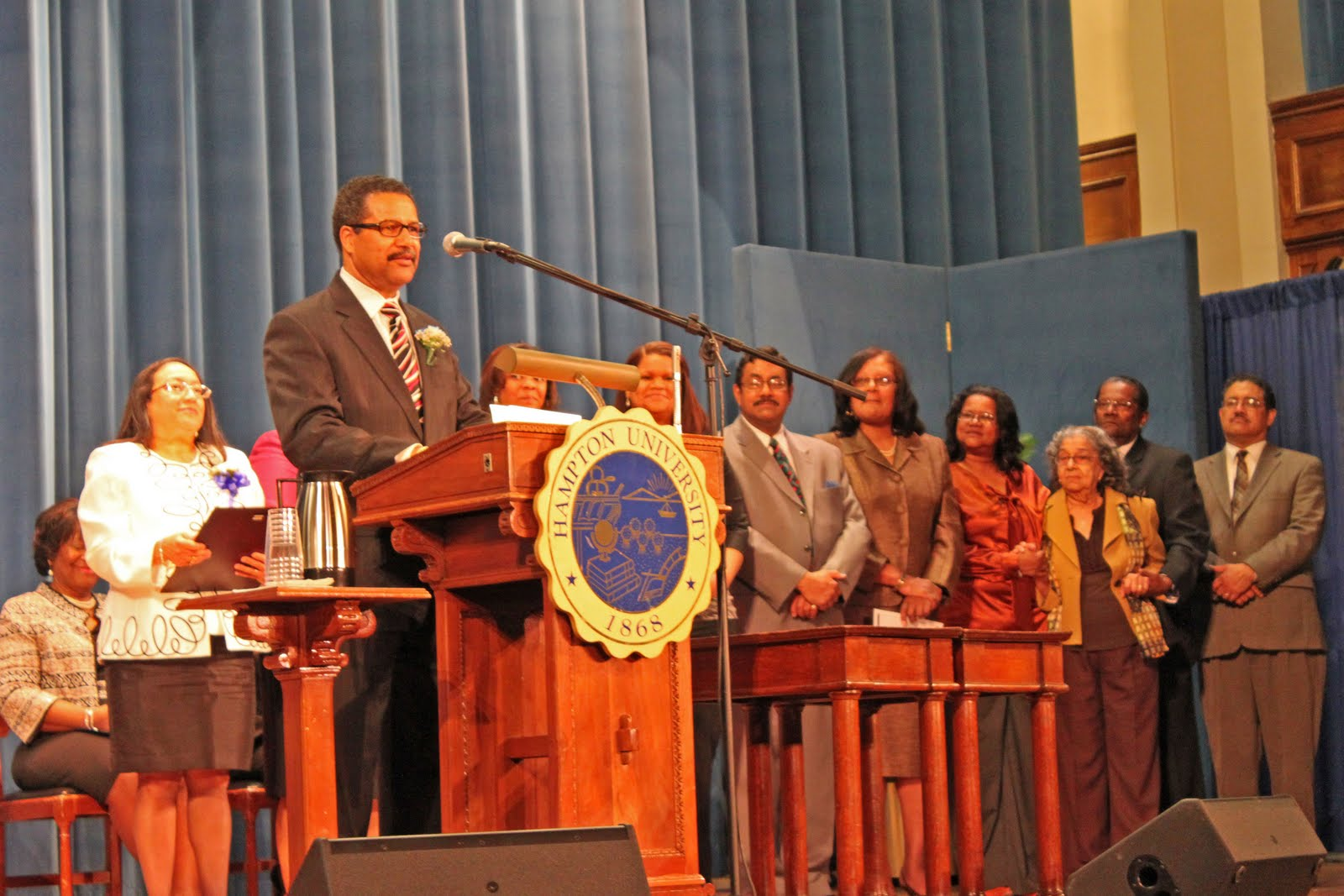 Who are some of the past keynote speakers at the Hampton University minister's conference?
