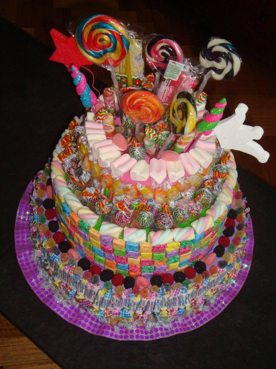DULCES Y ALGO MÁS: CUMPLEAÑOS INFANTIL - super torta de caramelos!!!