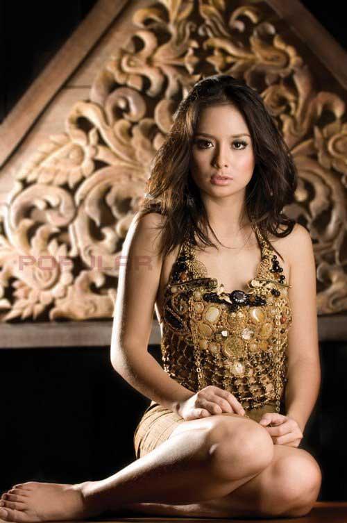 artis seksi Joanna Alexandra Majalah Popular
