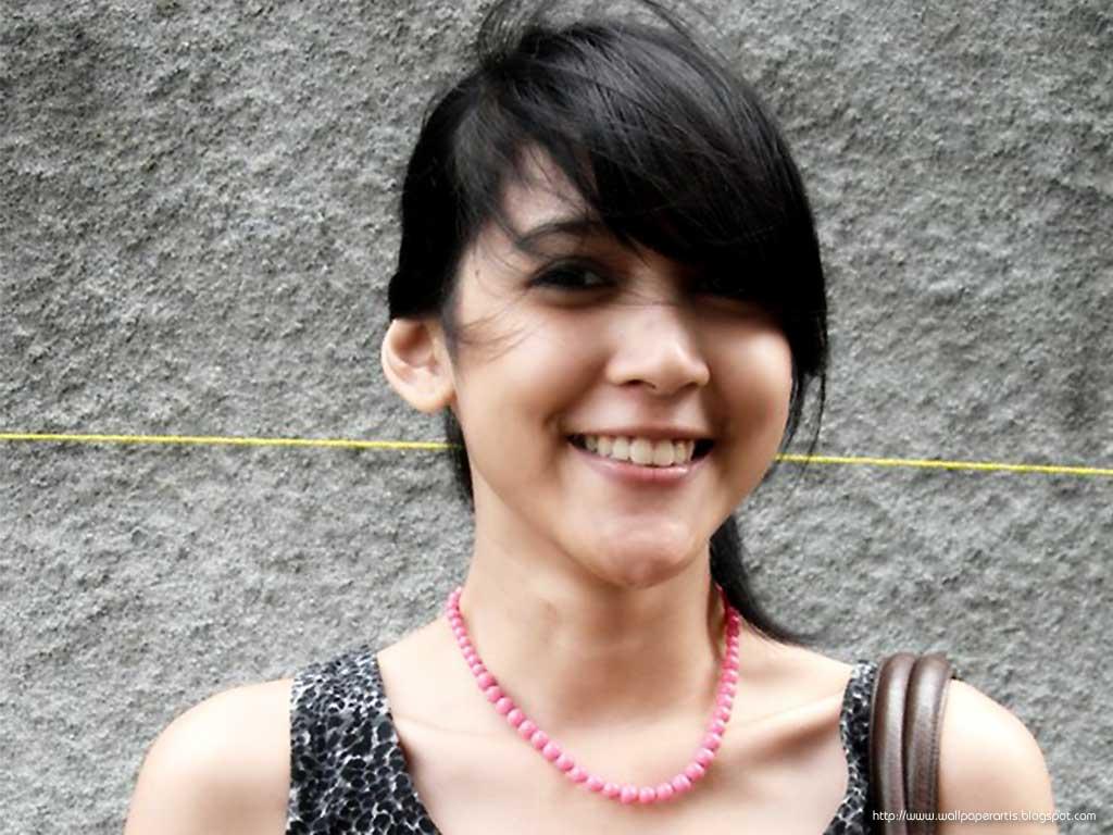 Bp Blogspot Com_tpxglaeaqsahkwi Tika Putri